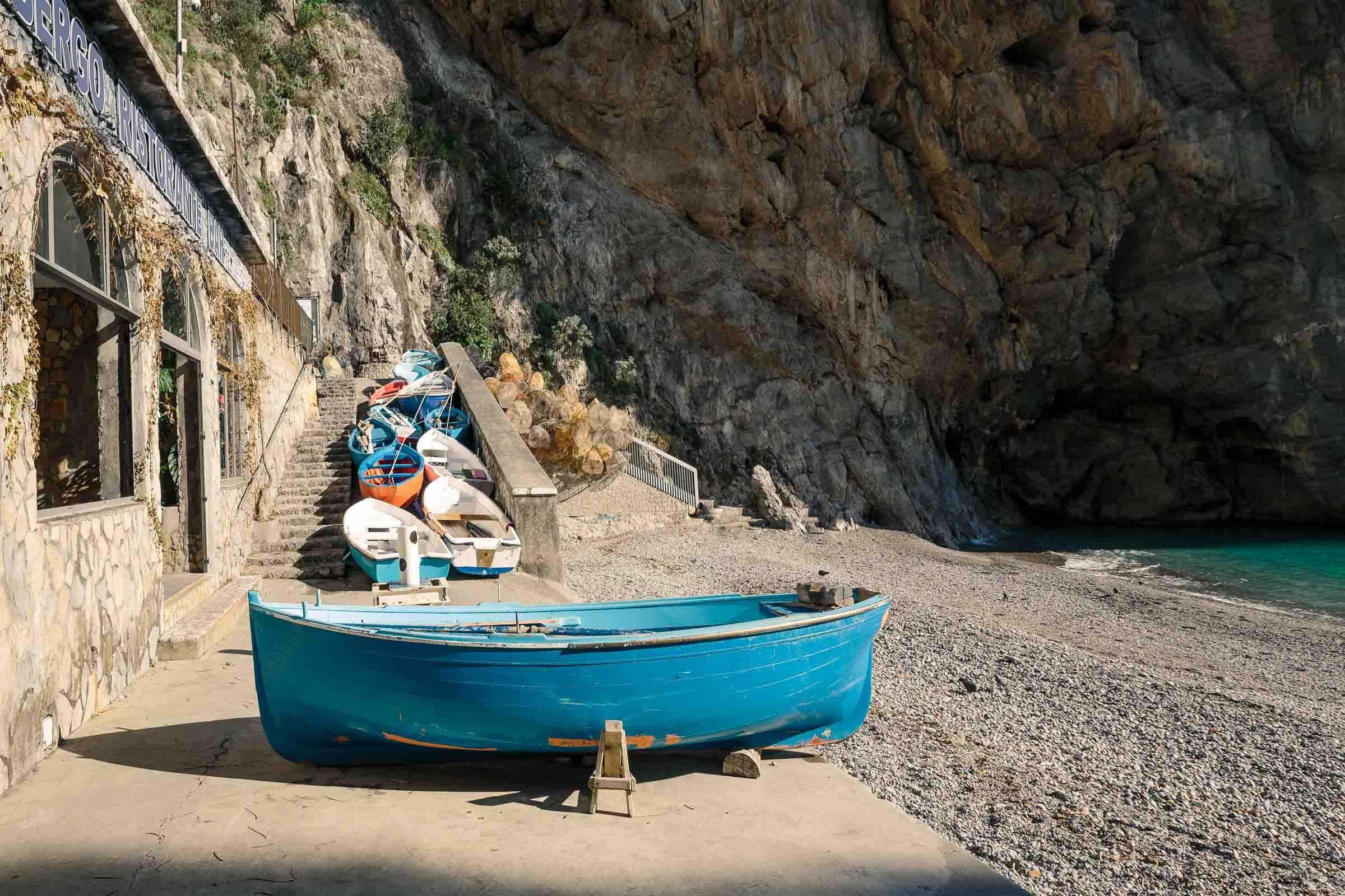 Barche sulla spiaggia di praiano