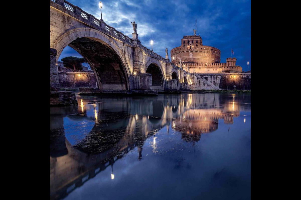 Castel Sant'Angelo dai ponti in blu