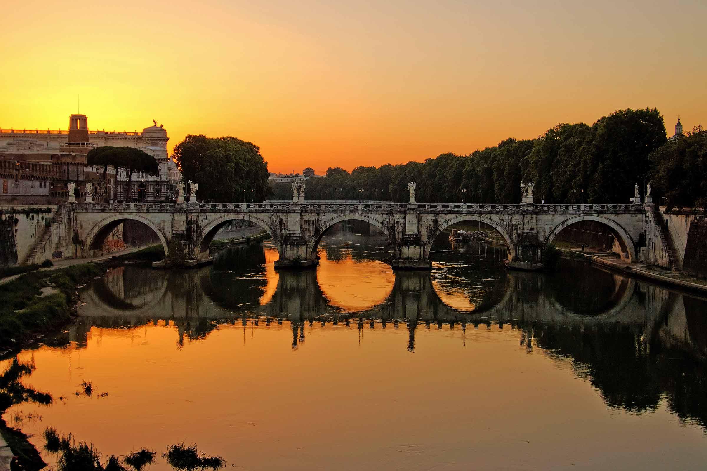 Ponte Sant'Angelo all'alba