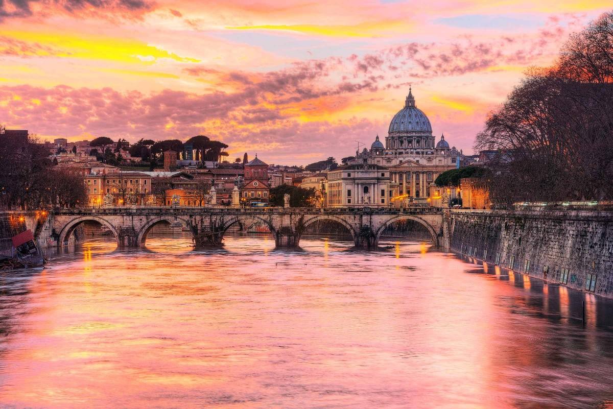 San Pietro rosa al tramonto