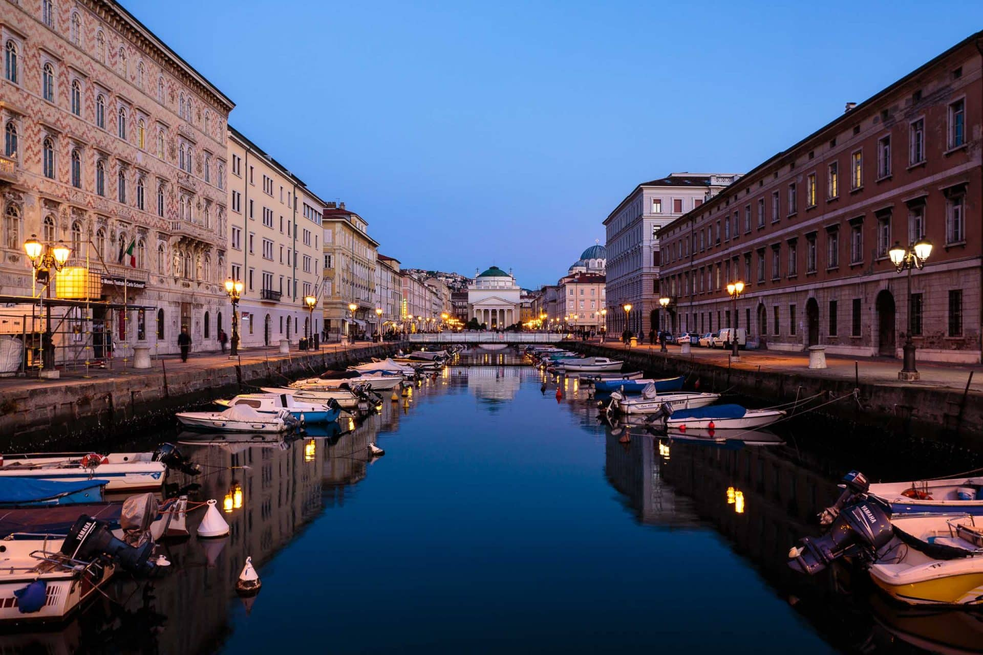 Canal Grande illuminato all'ora blu