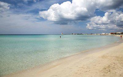 Itinerari del Salento: Porto Cesareo e le sue sfumature di blu