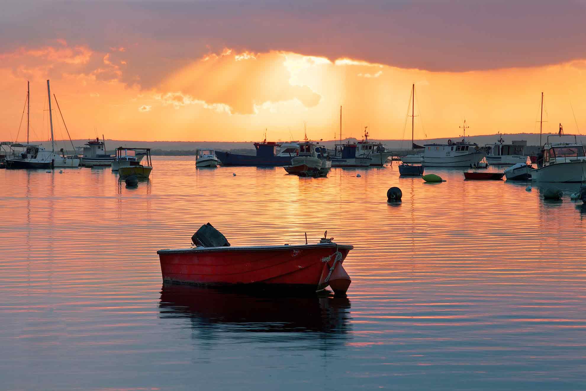 Barca al Tramonto a Porto Cesareo